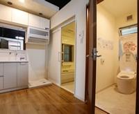2階はモデルハウスになっており、システムキッチンやシステムバス、洗面化粧台にトイレを展示しております。